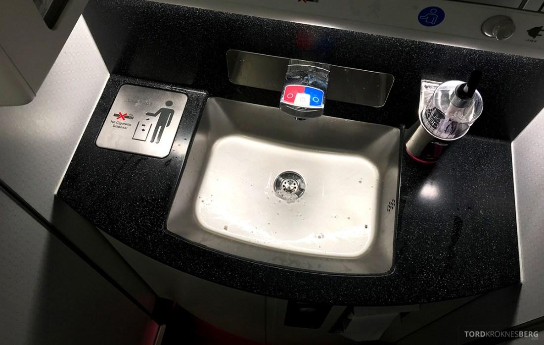 Qatar Airways Economy Class Doha Oslo toalett