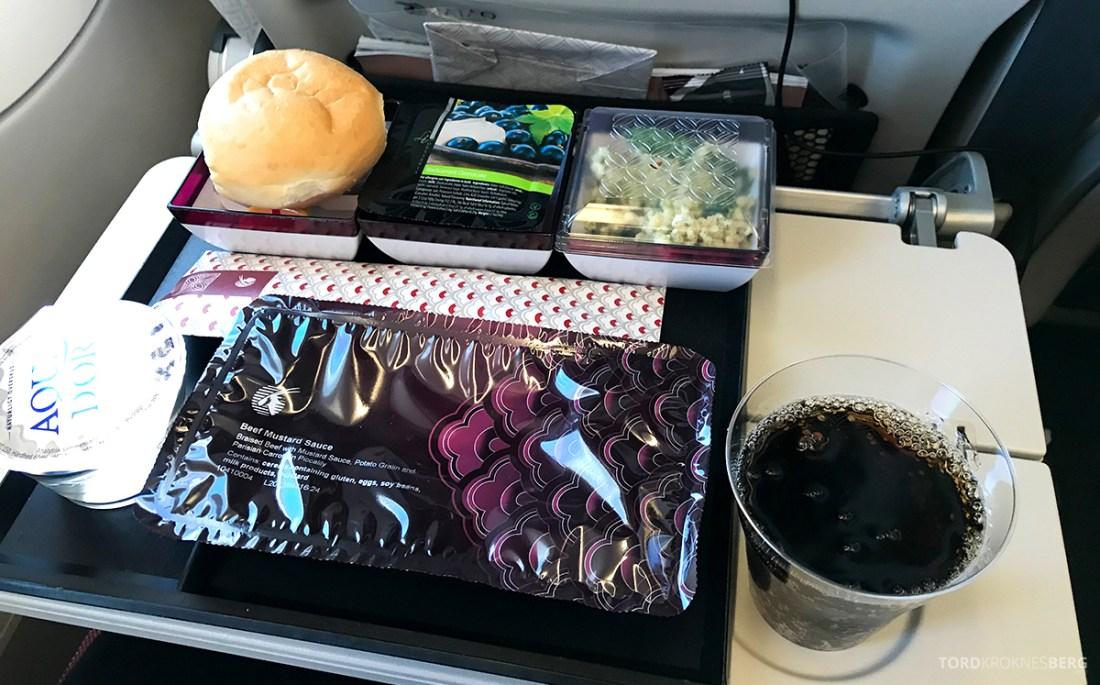 Qatar Airways Economy Class Oslo Doha måltid
