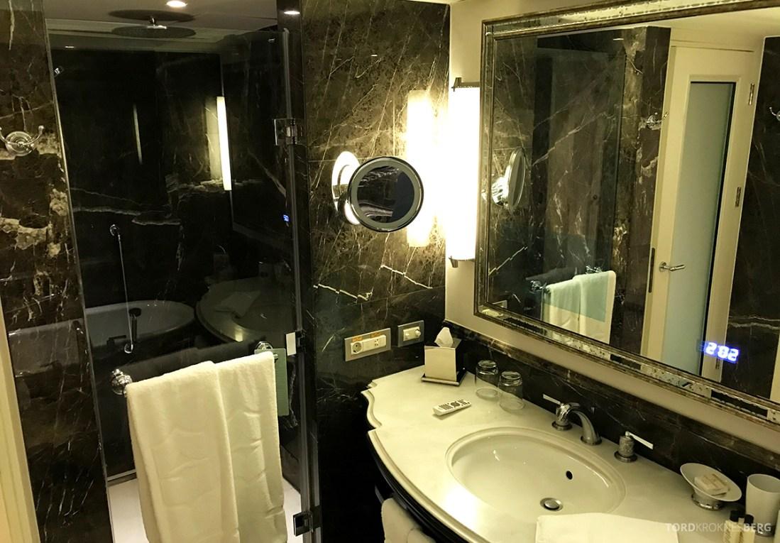 Shangri-La Bosphorus Istanbul Hotel servant