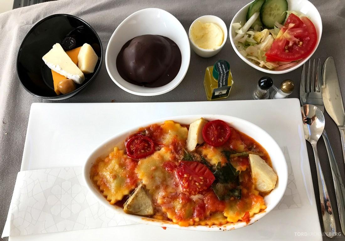 Turkish Airlines Economy Business Class Baku Istanbul Oslo varm pasta