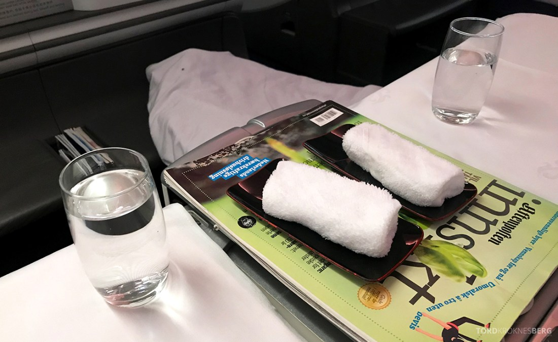 Air China Business Class Stockholm Beijing varme kluter frokost