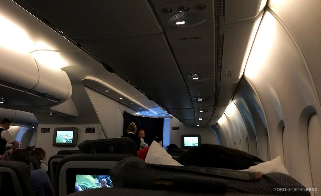 Lufthansa Premium Economy Los Angeles Oslo kabin morgen