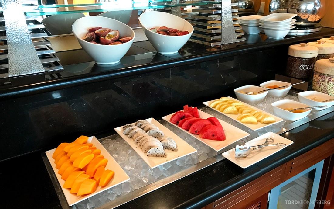 Renaissance Riverside Hotel Saigon Ho Chi Minh City Club Lounge frukt frokost