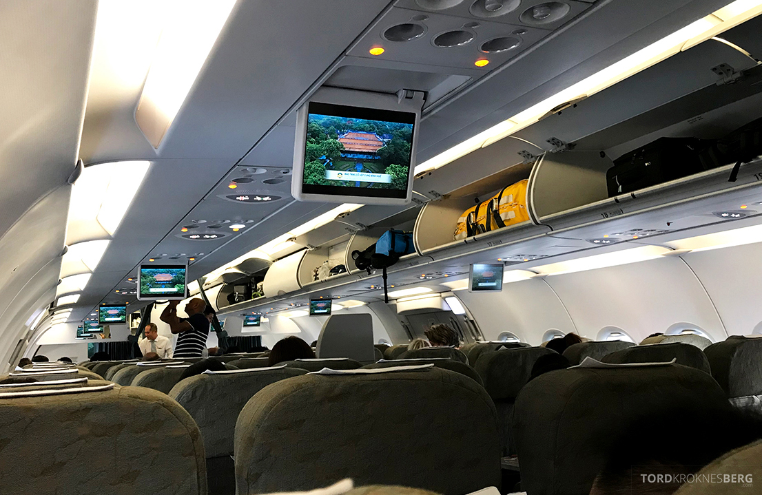 Vietnam Airlines Economy Class Ho Chi Minh City Phnom Penh kabin