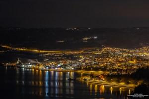 Gjøvik by om natten, sett fra Bråstad