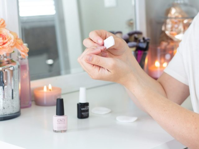 HOW I KEEP MY NAILS LOOKING GOOD ALL WEEK | AT HOME MANI
