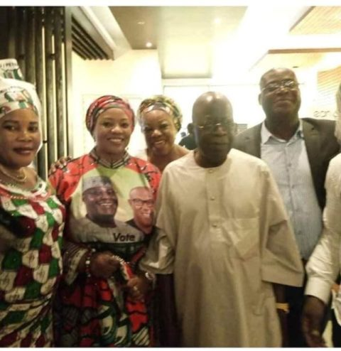 Tinubu Poses With PDP Members In Lagos, After Throwing Away APC Flag During Rally (Photos) 1