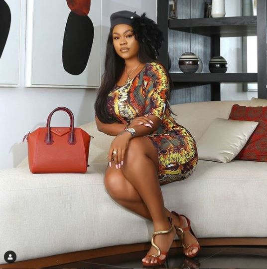 Curvy Actress Poses With Her Backside In Figure-hugging Dress