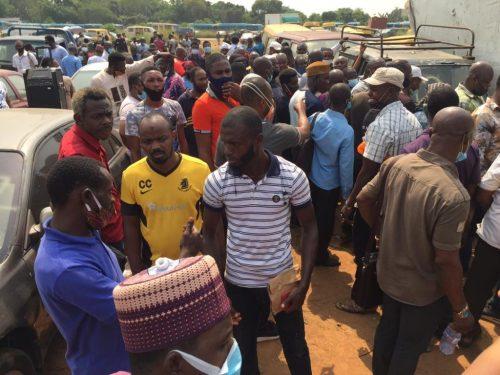 The crowd shunned coronavirus protocol