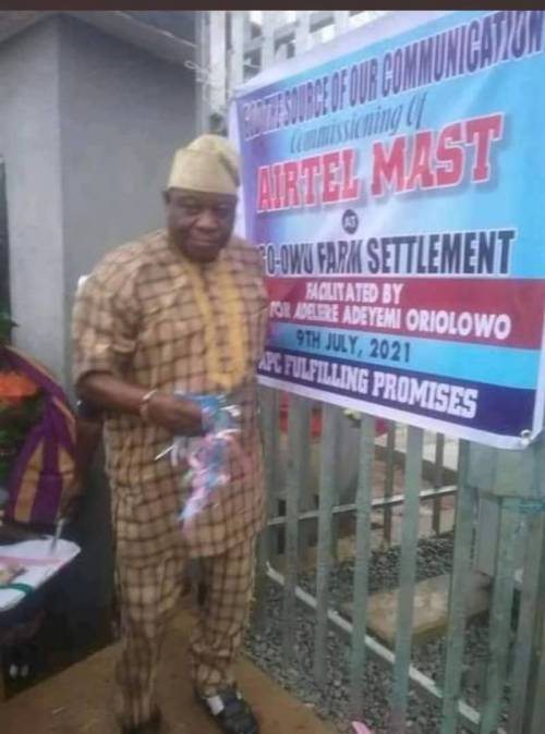 The senator commissioned the mast as community project