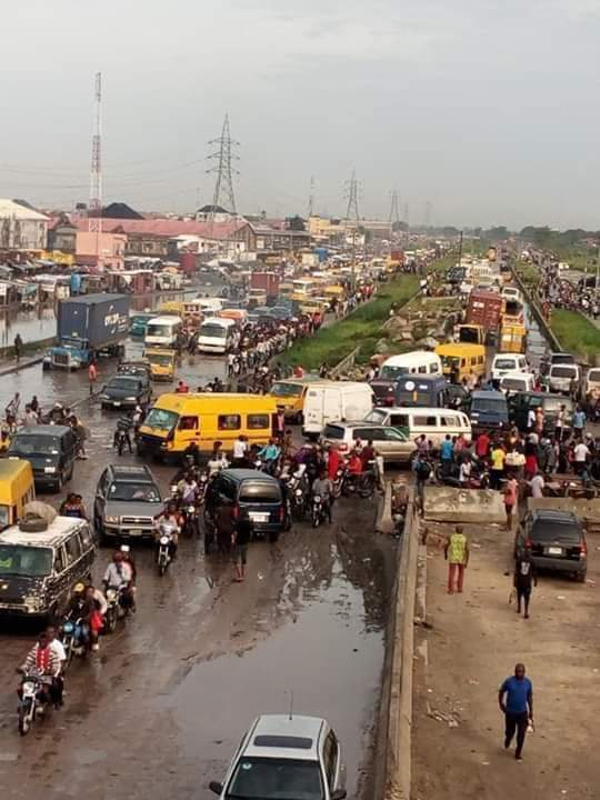 Many Trapped As Heavy Downpour Results In Lockdown On Lagos-Badagry Expressway (Photos) 1