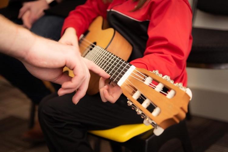 子供のクラシックギター教室とレッスン 大津市高島市クラシックギター教室トリイミュージック