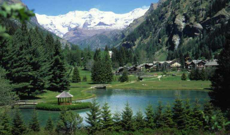 """Lago Gover: una fantastica pista di pattinaggio sul ghiaccio """"vicino"""" a Torino"""