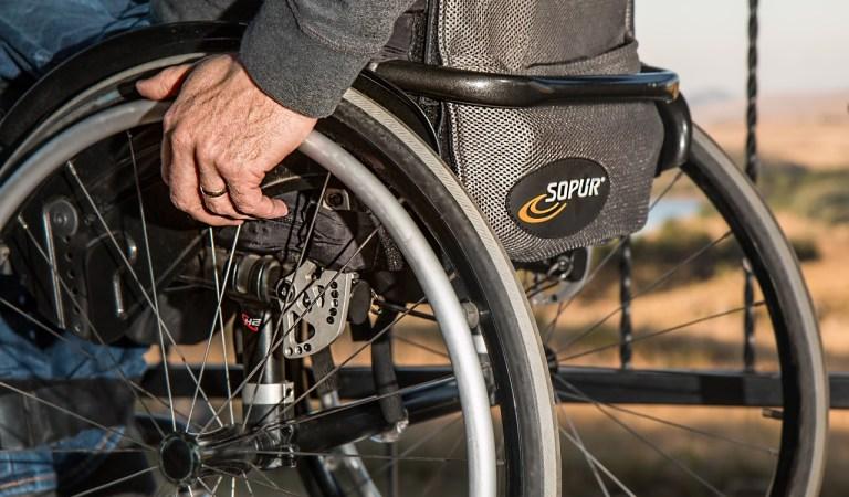 Torino, taglio ai fondi regionali per persone disabili. Appendino chiede un confronto urgente