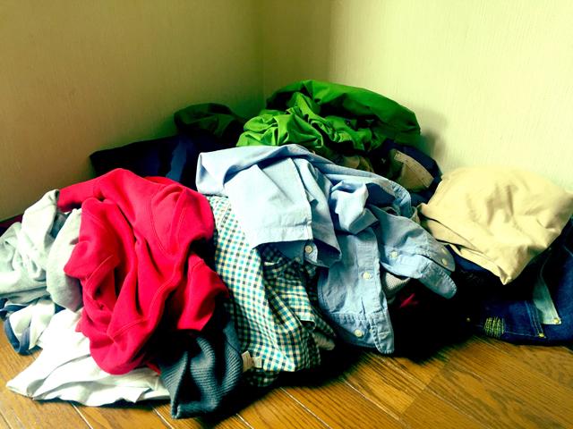 衣類を整理しているときの様子