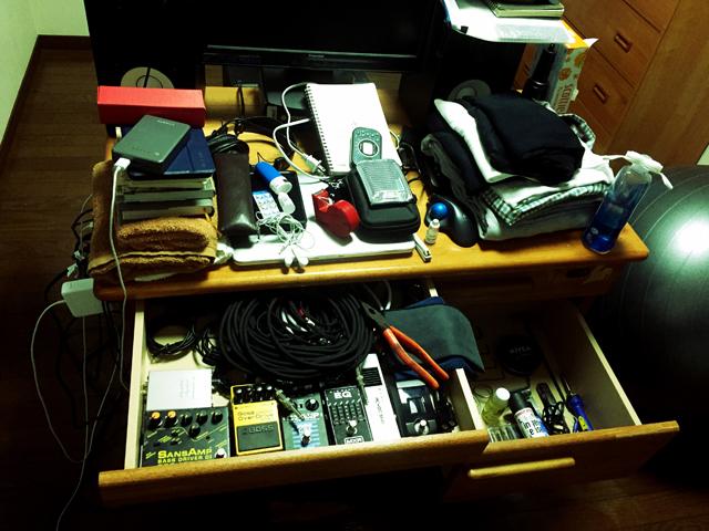 残ったモノはすべて机に入りきる量になった