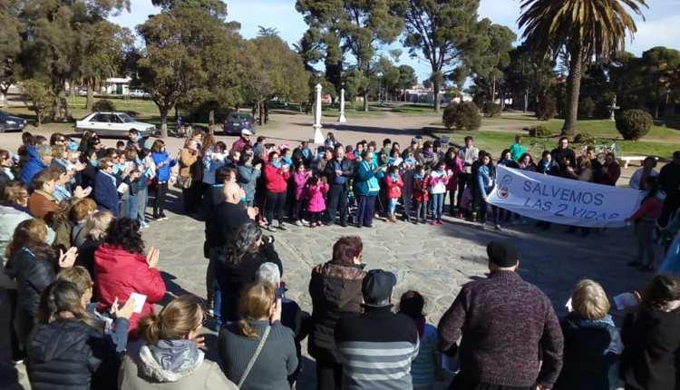Tornquist – Manifestación bajo el lema «Salvemos las dos vidas»