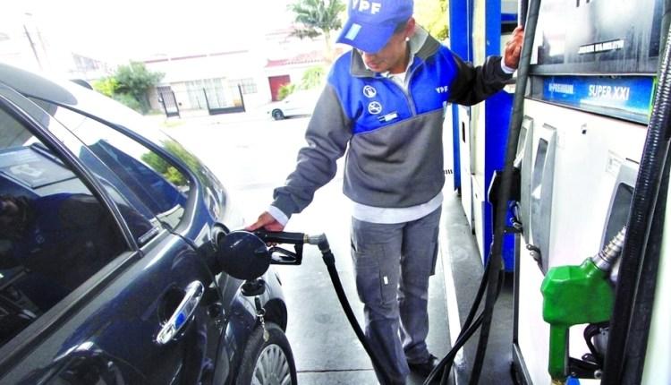 YPF aumentó el precio de la nafta por tercera vez en un mes