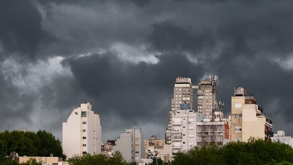 Diluvia y hay alerta por caída de granizo en Capital Federal y provincia de Buenos Aires