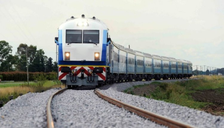 Anuncian que mejorarán las vías y el servicio del tren a Bahía Blanca