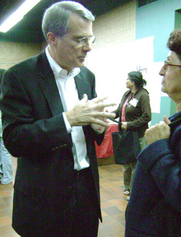 MP Derek Lee talks to one of his constituents on Oct. 14. Photo credit: Brooke Reid
