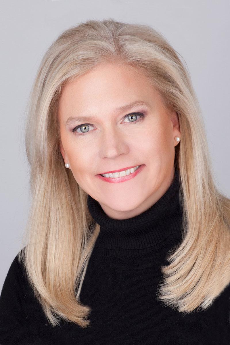 LinkedIn portraits of blond women against grey background in photo studio