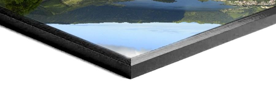 Plaque mount with black edge