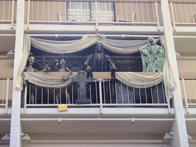 8 Awesomely Easy Ways To Decorate Your Apartment Balcony For