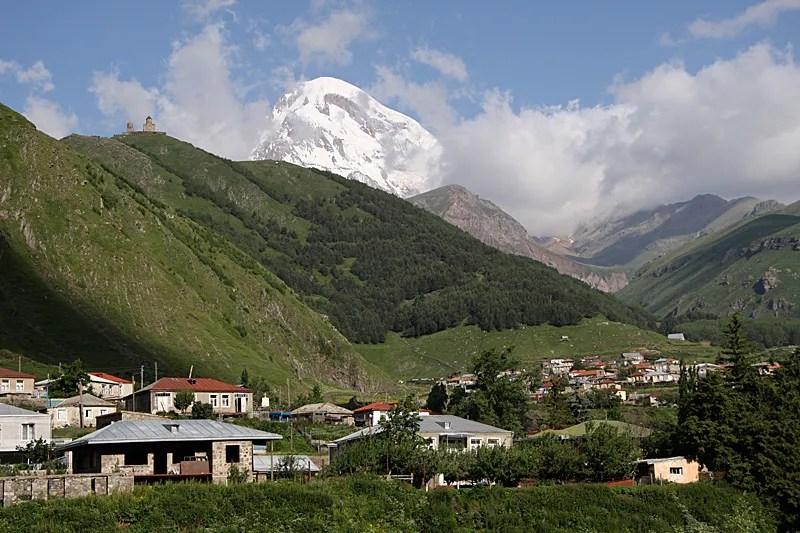 Massive appearance – Mount Kazbek (5033 m) towering over Stepantsminda.