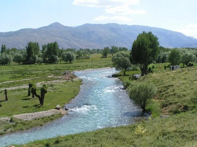 Der blaue Munzur wenige Kilometer nach der Quelle.