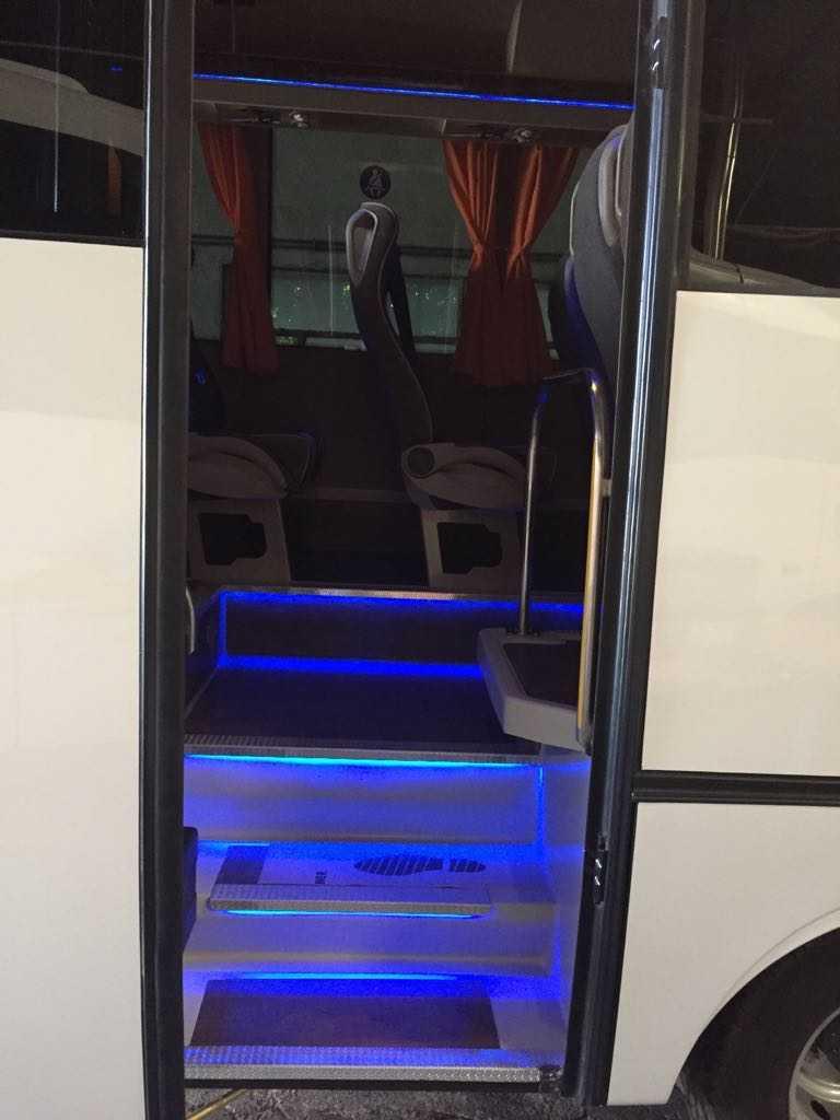 microbuz mercedes benz 30 intrare ușă față ușă