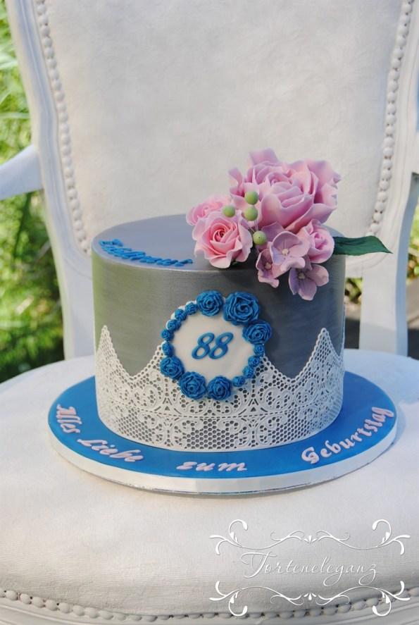 88 Geburtstag mit Spitze und Blumen