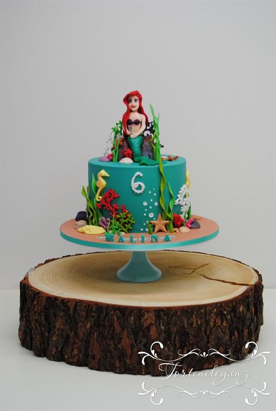 Arielle die Meerjungfrau Torte auf Holzplatte