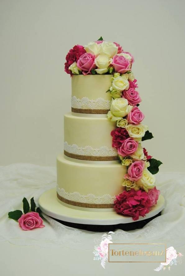 Hochzeitstorte Spitze mit Bio Rosen Titel