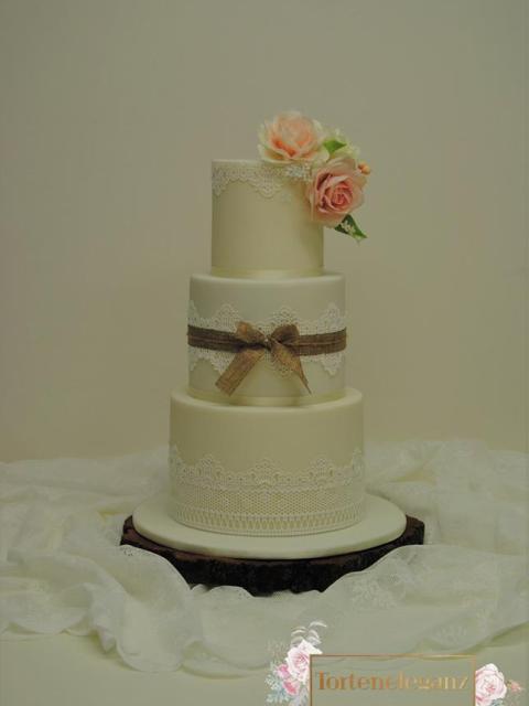 Rustikale Vintage Hochzeitstorte 3 Stöckig auf Spitze