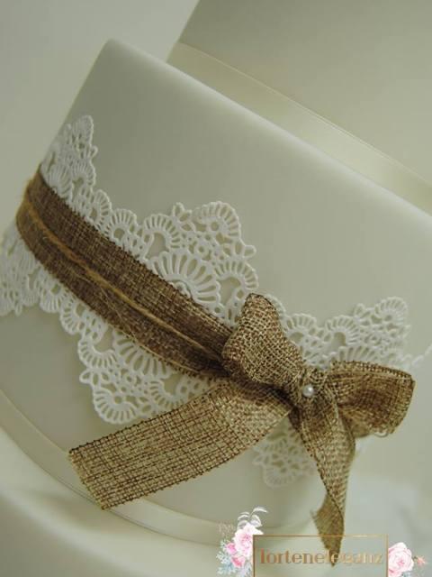 Rustikale Vintage Hochzeitstorte Schleife