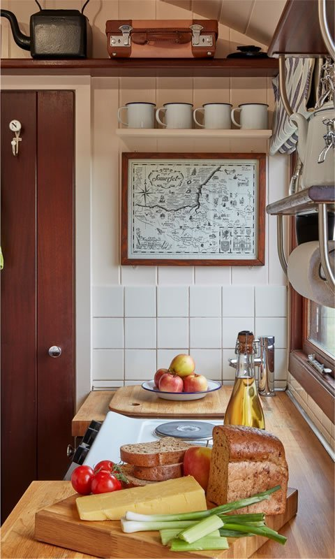 Len: Kitchen Area