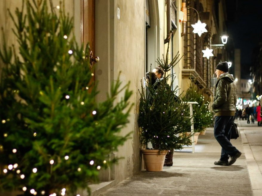 Luce piu srl produzione e vendita lampadari illuminazione e