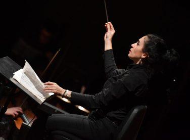 Gianna Fratta_Direttore_ durante le prove di Boheme al Goldoni_foto 1 di Augusto Bizzi
