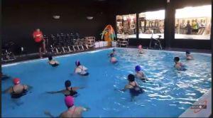 In piscina...