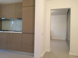 bucatarie amenajata superb intr-un apartament de bloc