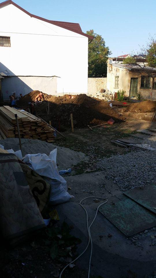 In acest pret intra materialele si manopera pentru fundatie zidarie - Saparea fundatiei- Galerie foto