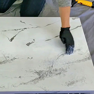 Epoxy Marble Effect Tutorial - Feather in the gray marbling