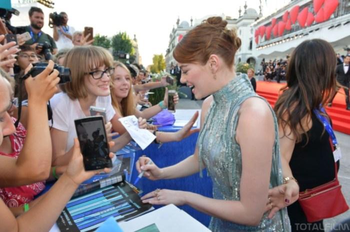 Emma Stone na červeném koberci (foto: Totalfilm.cz)