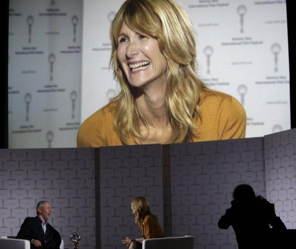Laura Dern na natáčení Plovárny live