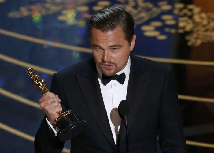 Leonardo DiCaprio - Oscar za film Revenant Zmrtvýchvstání