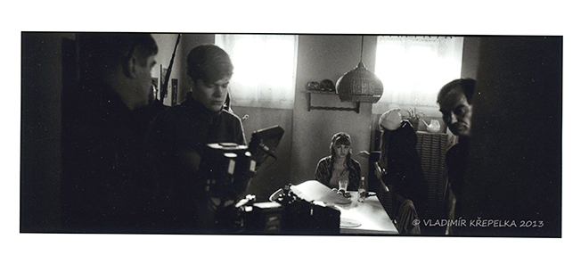 Natáčení filmu Osmy - u stolu Andrea Daňková, vpravo Ivan Trojan