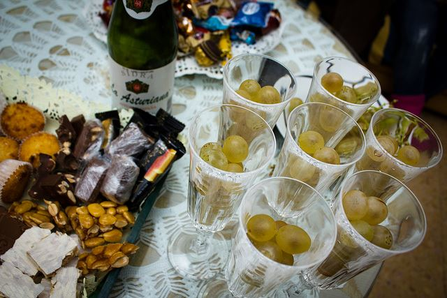 Totally Spain s Guide to Christmas in Spain Grapes cider New Years Eve Spain