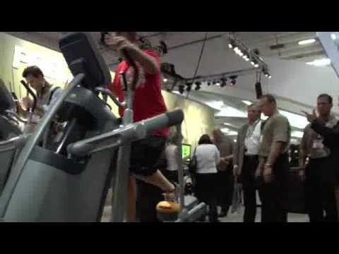 Precor AMT100i Experience Series Adaptive Motion Trainer (2009 Model)