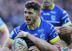 Warrington survive late Wakefield fightback
